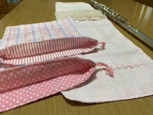 ピンク系フルートマットの画像、チューナー入れは2種類の柄が分かるように撮影しました。
