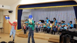 私の息子が通う幼稚園で訪問演奏をする様子