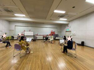ママさん吹奏楽シエスタの練習中の風景。